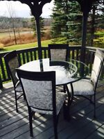 Indoor/outdoor dining table & chairs