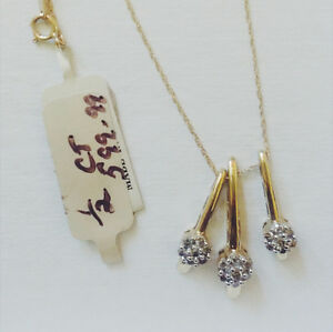 Beautiful Three Pendent Gold Necklace