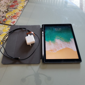 Ipad  pro 12 gen 1 32gb and Pencil with case and charger