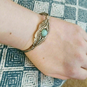 Tourqoise Feather And Bead bangle bracelet - $11