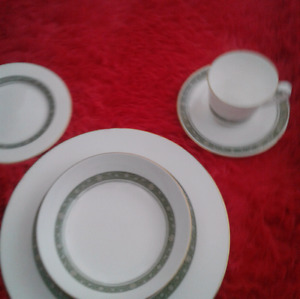 Royal Doulton Dinner ware set / 12 person settings.
