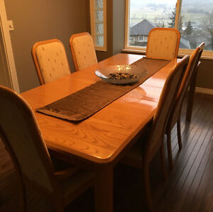 Dining room suite with 6 chairs