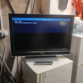 Sony Bravia 32 inch HD LCD TV good working condition with stand