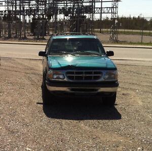 For Sale : 1998 Ford Explorer XLT SUV, Crossover