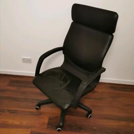 Black Office Chair w/ Wheels