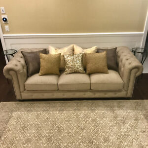 Tufted chesterfield couch
