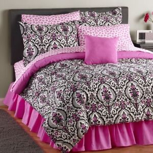 Laura Damask 4-Pc. + Curtain Bed Set - Queen, New