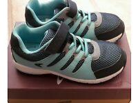 NEW: Size 10.5 E / 11 E / 11.5 E Clarks Cross Dart kids girls / boys blue trainers, narrow width fit