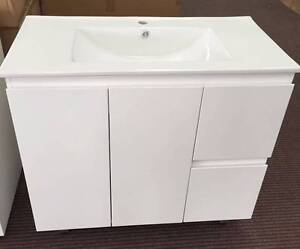 Brand New Vanity On Sale with Soft close hinge and runner 900mm North Parramatta Parramatta Area Preview