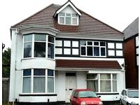 Completely refurbished large 1 bedroom flat. Ideal for couples. Close to city centre. No fees.