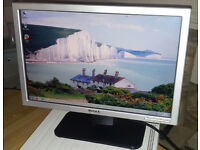 "Dell 17"" widescreen LCD monitor PC / Mac / Laptop EXCELLENT CONDITION - DELIVERY"
