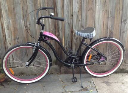 Schwinn girls cruiser bike