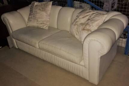 Modern Chesterfield Sofa Ultra Comforable 2 1/2 seater