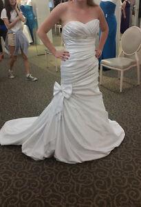 Beautiful David's Bridal Wedding Dress Brand New Never Worn
