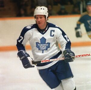 WANTED:MEDIA GUIDES;MAPLE LEAFS,OILERS,PENGUINS,YANKEES,COSMOS