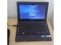 Samsung NP 102SP 1.6Ghz/1GB RAM/320GB HDD Netbook/Windows 7 starter in good condition