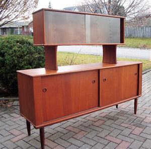 mId century modern buffet and hutch, Teak buffet and hutch London Ontario image 1