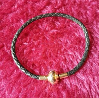 Michael hill 10ct gold + leather bracelet for charms and pandora Modbury North Tea Tree Gully Area Preview