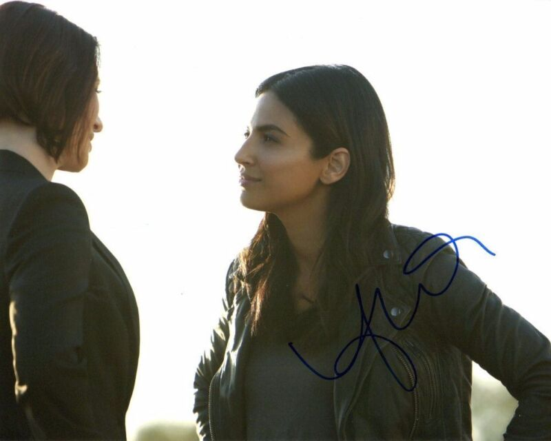 Floriana Lima Supergirl Autographed Signed 8x10 Photo COA #9