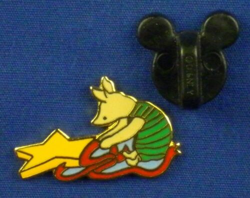 Piglet with Star and Ribbon Christmas Classic Pin # 8100