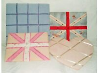 4 pin boards/memo boards. Ideal for children's bedrooms.