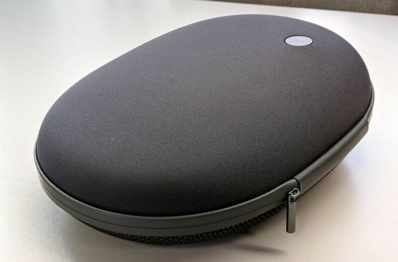 Microsoft Hololens Carrying Case with CHARGING CABLE AND HEADSTRAP