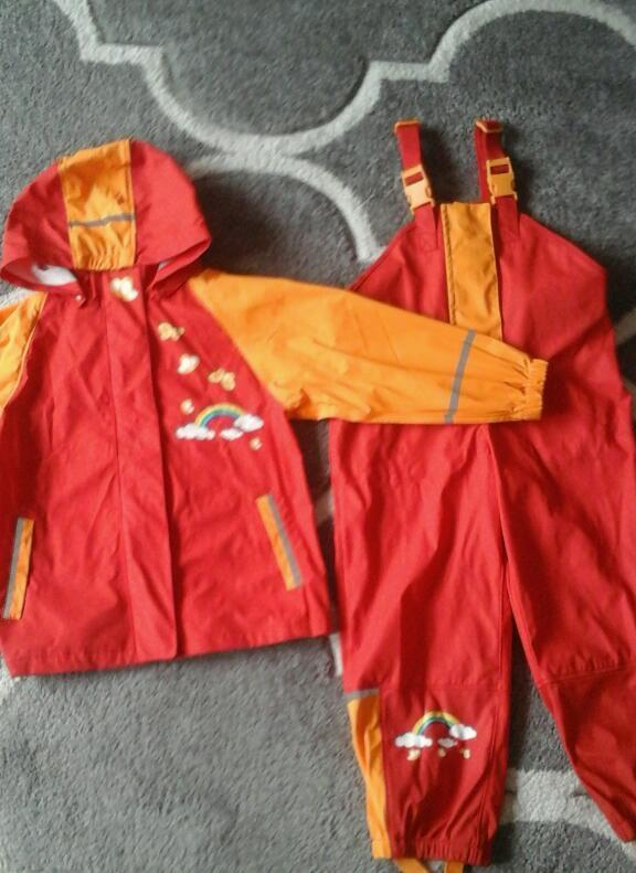Girl rain outfit size 4-6 year