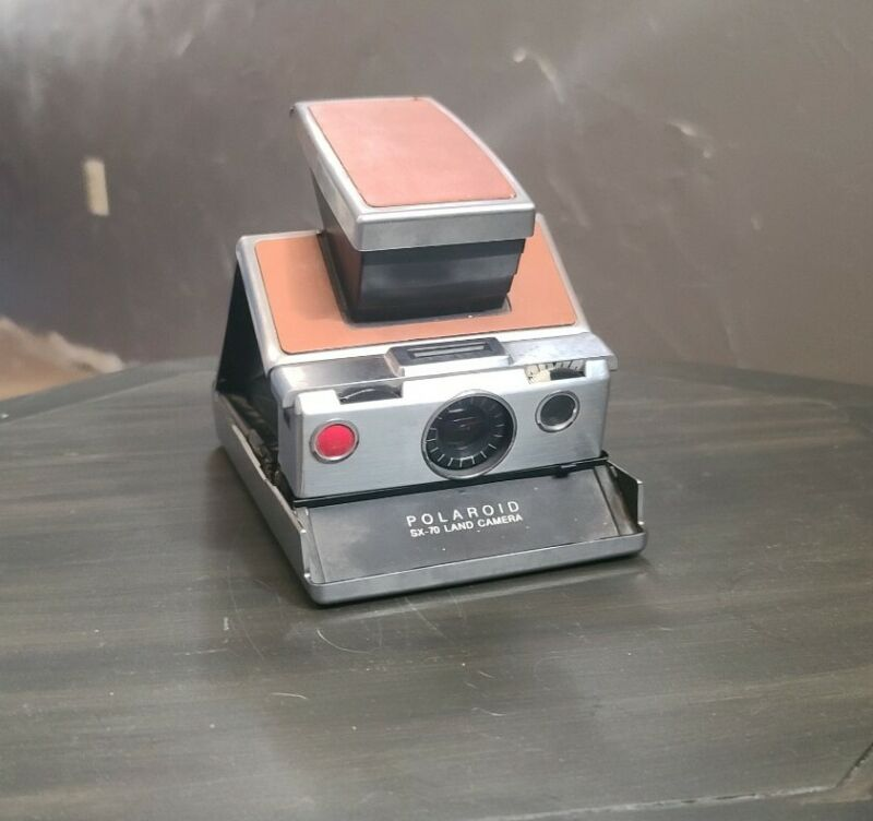 Vintage polaroid sx-70 land camera w/leather carrier