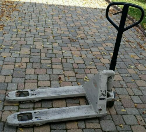 Crown Pallet Jack PTH50  5000lb Capacity Good Working Condition