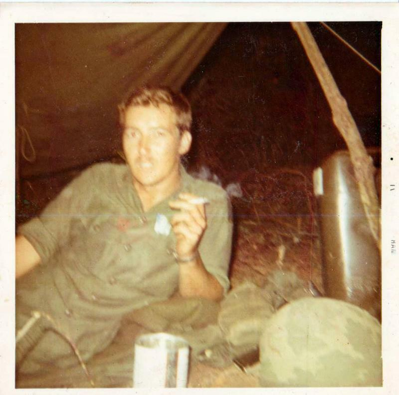 V635 Authentic Vietnam War Photo SMOKING CIGARETTE FREE SHIPPING & 1000 SCANS!