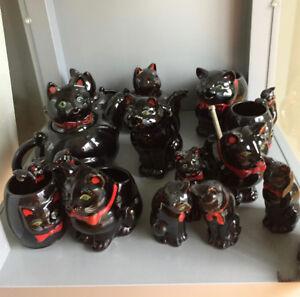 Famille de chats. Porcelaine de collection.