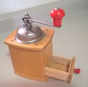 Vintage Wooden Manual Coffee Grinder/ Coffe Mill