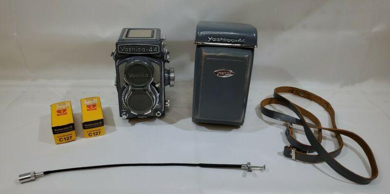 Yashica 44 Baby Grey, Vintage TLR camera, lens 3.5/60mm Case Film Untested