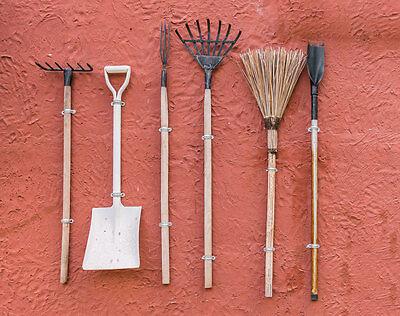 Damit Rechen, Spaten und Co. lange gute Dienste leisten, ist Einölen angesagt. (© Thinkstock via The Digitale)