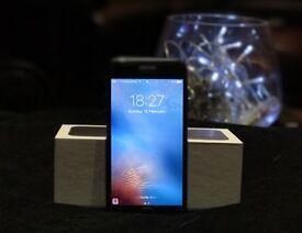 Perfect condition 128Gb IPhone 7 - Black - unlocked