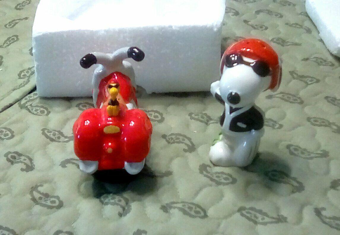 Joe Cool Snoopy And Motorcycle With Woodstock Salt Pepper Shaker Set Of 2 NICE - $17.50