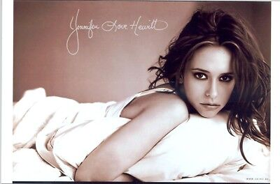 Jennifer Love Hewitt   Great Shot Of Jenn Lying In Bed