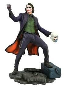 The Dark Knight The Joker DC Gallery 9 pouces PVC Diorama Statue