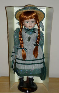 Anne of Green Gables Doll . On Stand. Exc Condition : LIKE NEW..