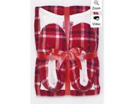 New woman's Pyjama and slipper set size M 12-14