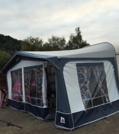 Dorema awning with breathable matting and curtains