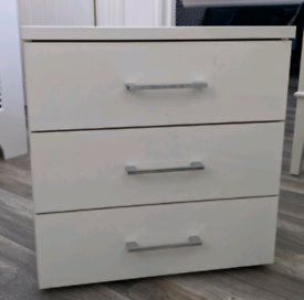 Bedside drawer for sale in good condition