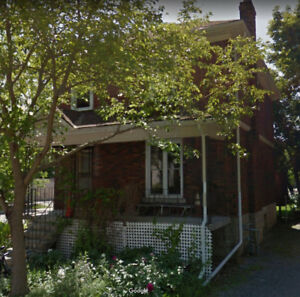 ATTN Students! – Charming 4+1 House Close to Queens