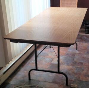 """Table rectangulaire de 72"""" avec pattes repliables"""