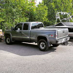 2002 GMC Sierra 2500 HD trade for smaller truck or $6,000