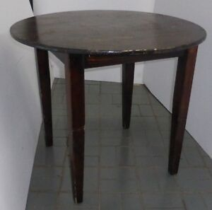 Table ronde en bois wooden round table
