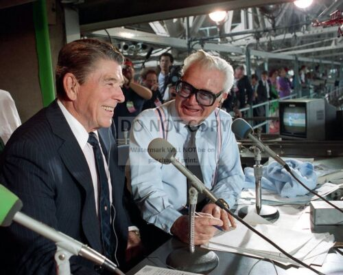 RONALD REAGAN IN THE PRESS BOX w/ HARRY CARAY CHICAGO CUBS 8X10 PHOTO (DD-161)