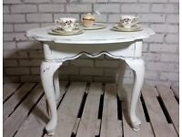 GORGEOUS SHABBY CHIC OCCASIONAL TABLE WITH SCALLOPED EDGE