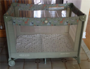 Graco Pack n Play - Bassinet attachments