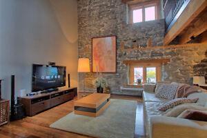 Amazing 2 story apartment, 1900sf ,bricks Stones, wood beams